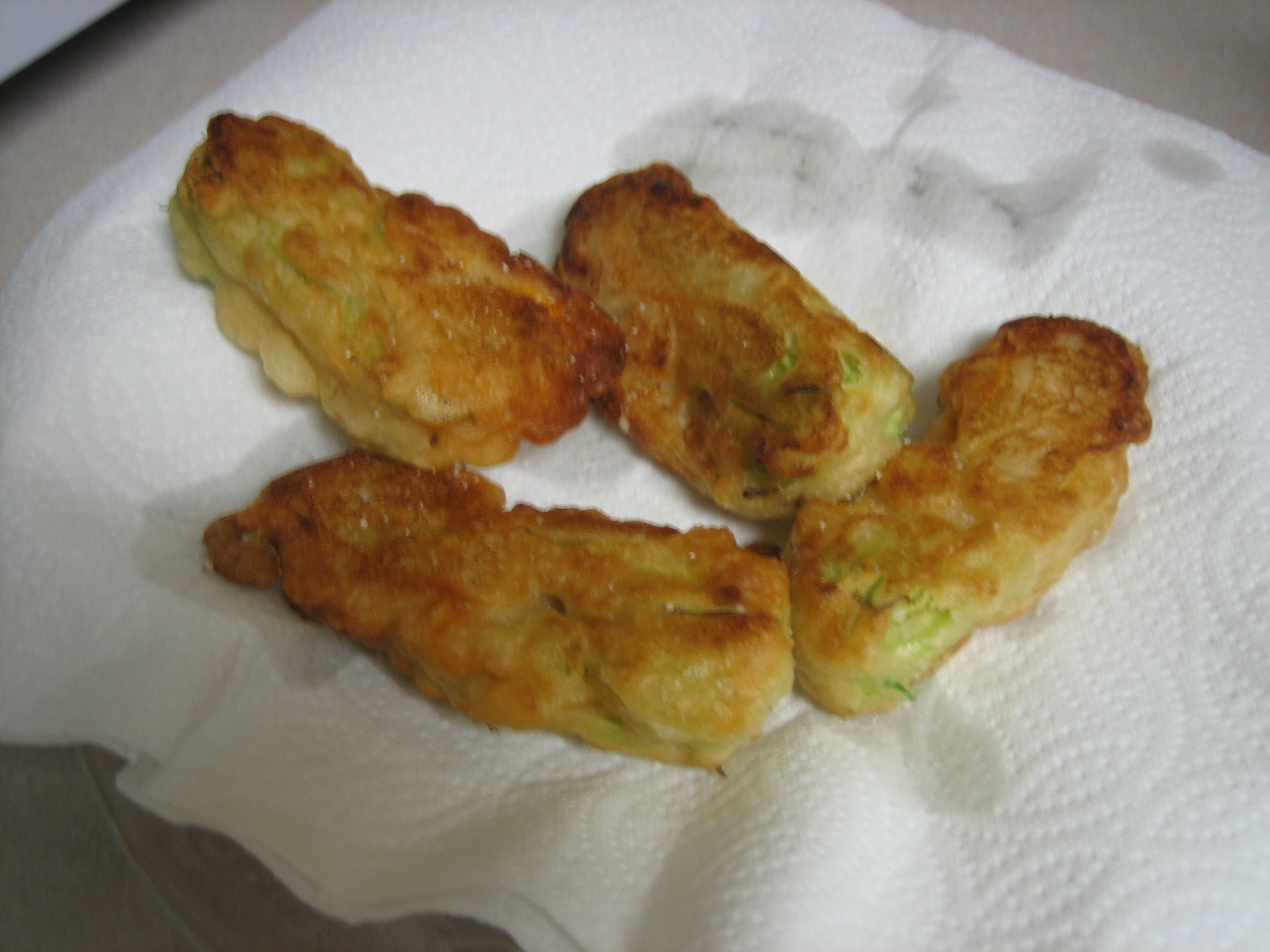 Crispy Zucchini Blossoms (Fried Zucchini Flowers) - I Love You More ...