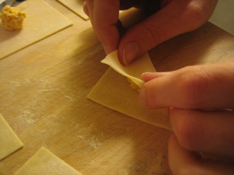how to fold home made tortelloni pasta
